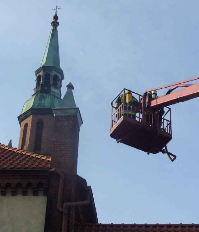 Fotka z widokiem na wieże kościoła